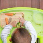 Parliamo di svezzamento: quali sono i primi cibi da introdurre nella dieta di un neonato?